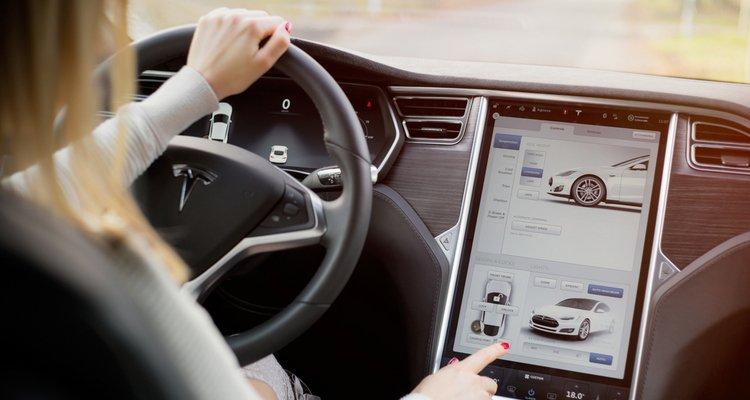 pantalla dentro de coche autonómo