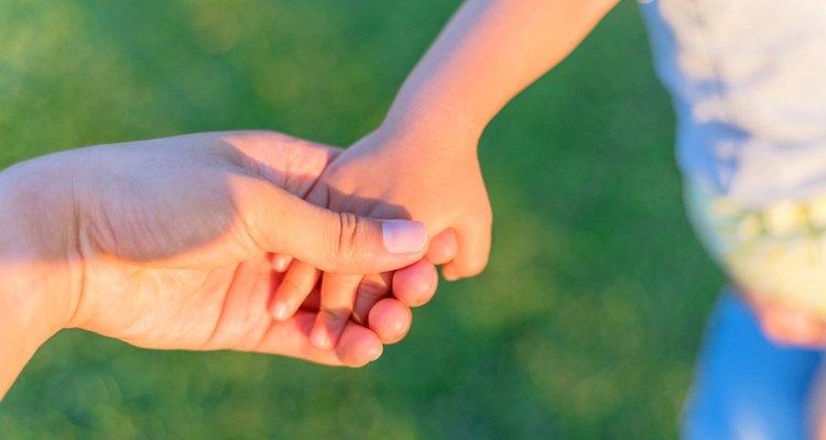 vida - manos madre e hijo